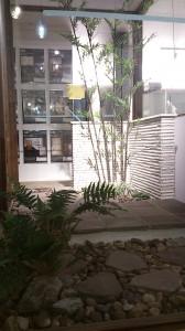 和モダンな中庭